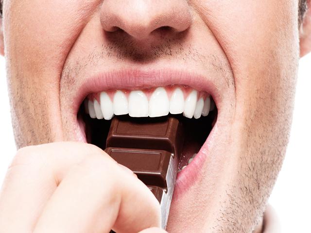 Вред шоколада на зубы